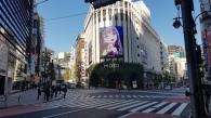 איפה תמצאו מקום שמשדר במסך חוצות ענק את יוקינה מבאנדורי בקליפ החדש של רוזליה? (;